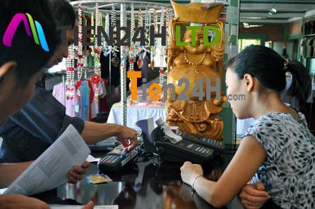 Hiểm họa khi rút tiền từ thẻ tín dụng