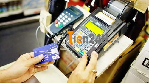 """Trả phí """"quẹt"""" thẻ tín dụng vietcombank, thực tế phũ phàng ít người biết"""