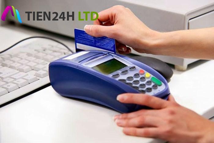 phí rút tiền mặt thẻ tín dụng vpbank