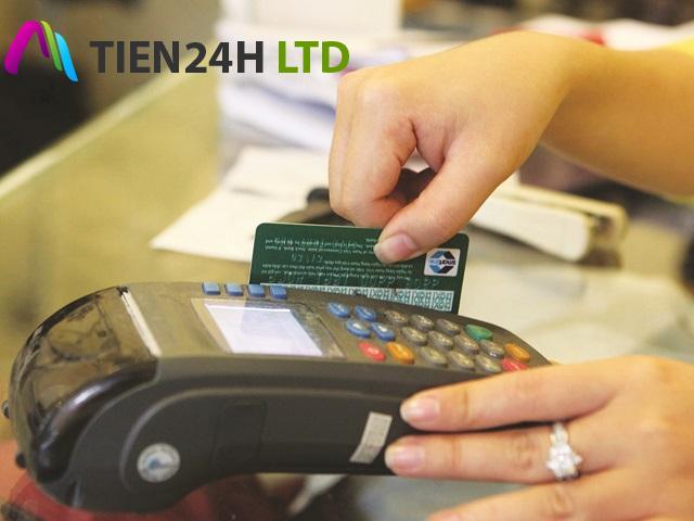 Tràn lan dịch vụ rút tiền từ thẻ tín dụng: Rủi ro khôn lường
