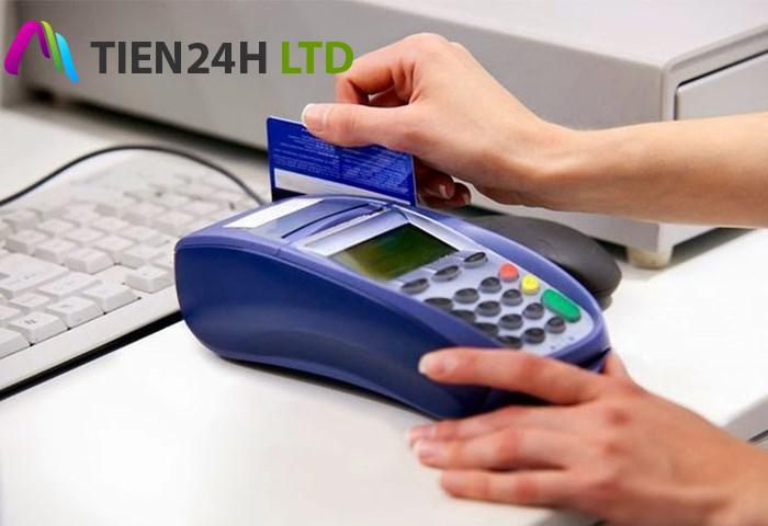 """Cảnh báo tình trạng quẹt """"khống"""" thẻ tín dụng để rút tiền mặt"""