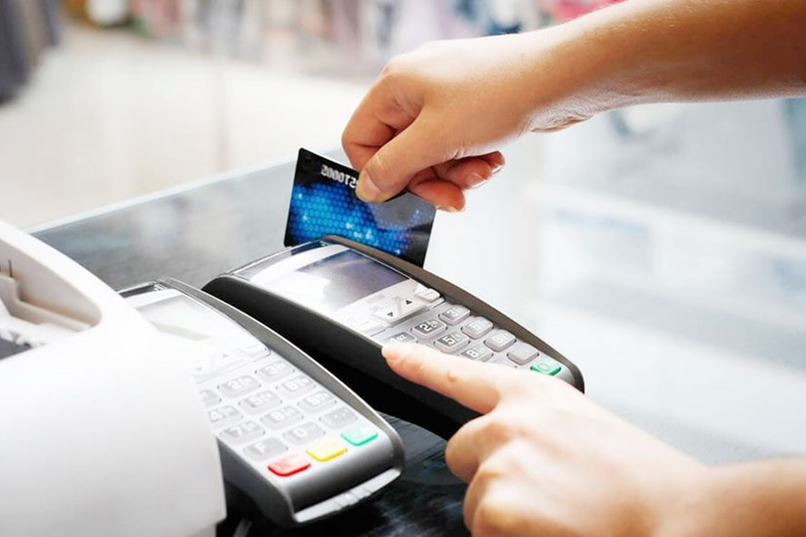 Cảnh báo chiêu thức quẹt thẻ tín dụng rút tiền mặt, giao dịch khống